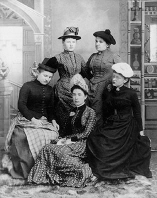 A group of Donaldas including some of the first women graduates, Grace Richie and Blanche Evans