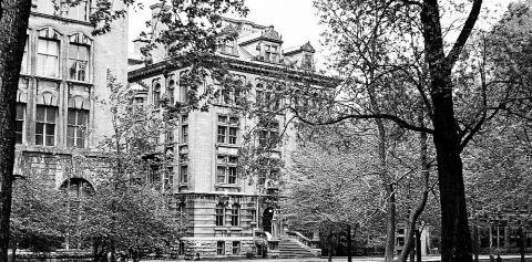 Ancient photo of the Macdonald-Harrington Building in Black and White