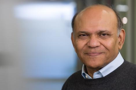 """Associate Dean of Research, Vihang Errunza, launches top-tier management journal initiative, """"Desautels 22"""""""