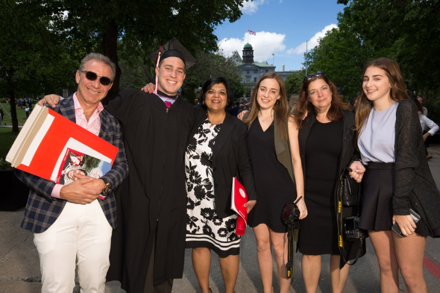 Professor Sujata Madan, recipient of the 2017 Desautels Faculty Teaching Award for Graduate Teaching with student Daniel Kaplan, BCom'17 and family