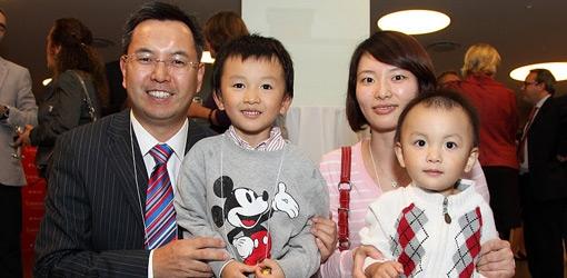 Victor Wang, MBA'01 and family (Owen Egan)