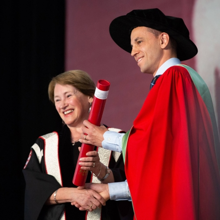 Professor David Schumacher receives the 2017‐18 Desautels Distinguished Teaching Award for Graduate teaching from Principal and Vice-Chancellor Suzanne Fortier at the May 31st Convocation Ceremony.