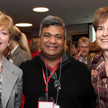 Heather Smeall, BCom'81, Henry Roy, BCom'81 and Teresa Rochon, BCom'81 (Owen Ega