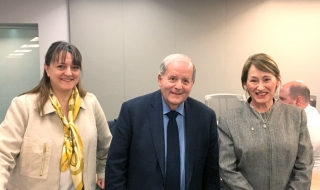 Left to right: Isabelle Bajeux-Besnainou, Dean of the Desautels Faculty of Management; Professor Elliot Lifson, Desautels Faculty of Management; and Suzanne Fortier, Principal and Vice-Chancellor of McGill University at Strategy in Context class.