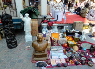 sculptures of Mao for Sale, Tianjin, China 2011
