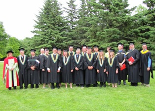 Graduating FMT students and staff at the convocation (A.Lemire)