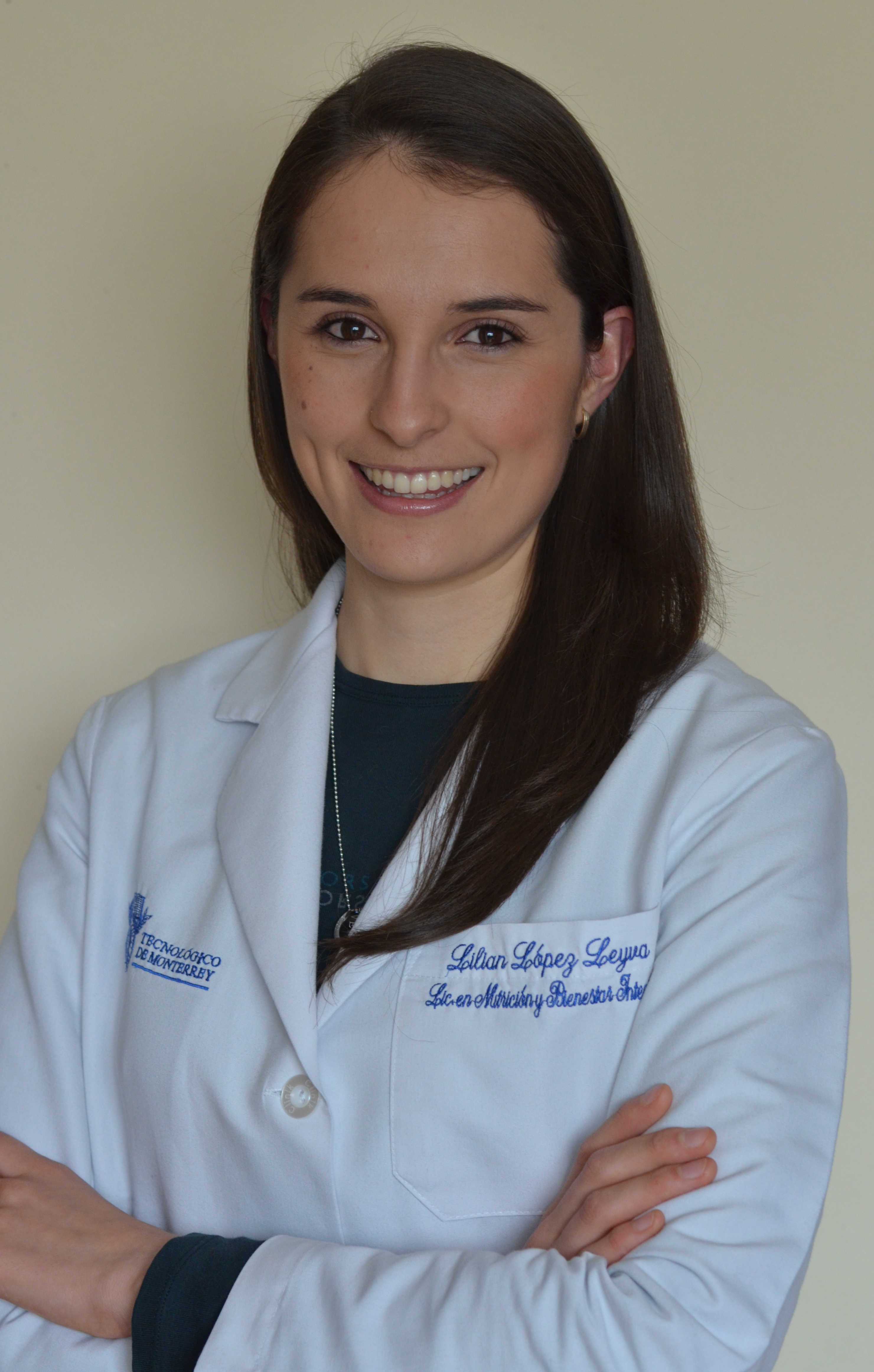 Lilian Lopez Leyva posing with arms crossed wearing a lab coat