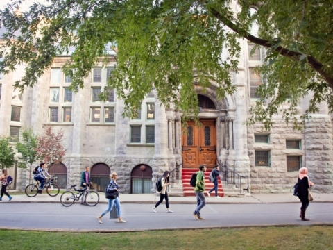 Students walking on McGill downtown campus in the summer