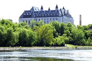 Sept diplômée.s. et étudiant.e.s de McGill ont été choisis pour être auxiliaires à la Cour suprême du Canada en 2018.