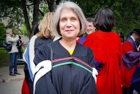 La professeure Helena Lamed durant la collation des grades de juin 2017