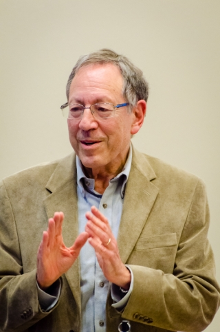 Irwin Cotler speaking at the Faculty of Law in September 2012.