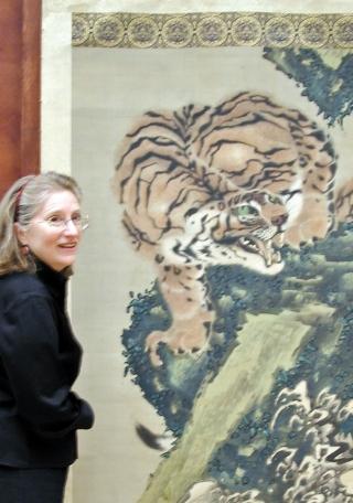 Dr. Kim Sloan with Gan Ku tiger.