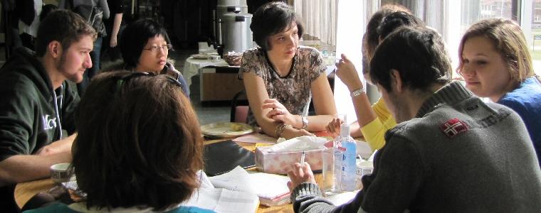 Fresman advisor with students