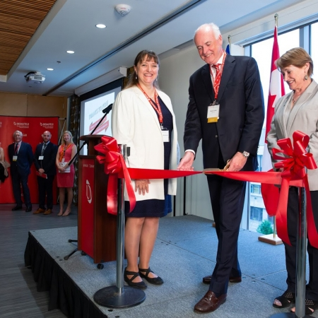 Dean Isabelle Bajeux, Desautels Faculty Advisory Board Chair, Don Lewtas (BCom'75) and Principal Suzanne Fortier cut the ribbon during an opening ceremony on May 25.