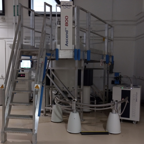 QANUC 800 NMR spectrometer
