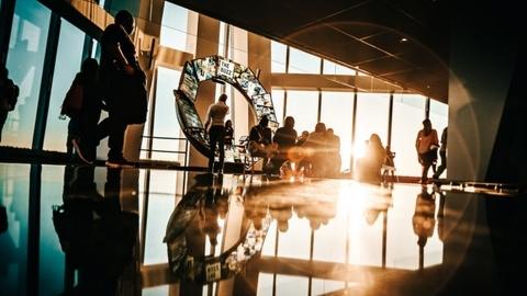 Business/tech glass building