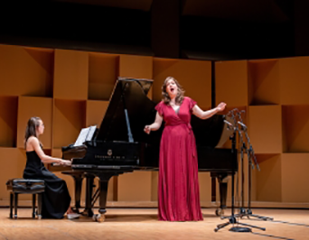 Photo of Wirth Vocal Prize Competition winner Emily Richter in performance