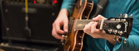 Hands on jazz guitar