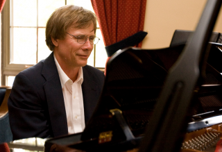 McGill alumnus Graham Sommer, Professor of Radiology, Emeritus, at Stanford University, is also an accomplished pianist and composer.