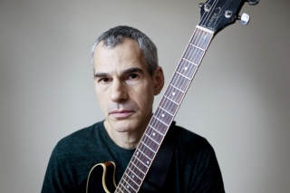 A headshot of New York guitarist Ben Monder.