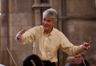Simon Carrington conducting