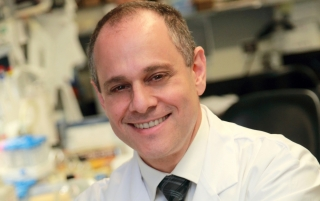 Dr. Edward Fon is Scientific Director of the MNI, and serves as Director of the FRSQ Quebec Parkinson Network