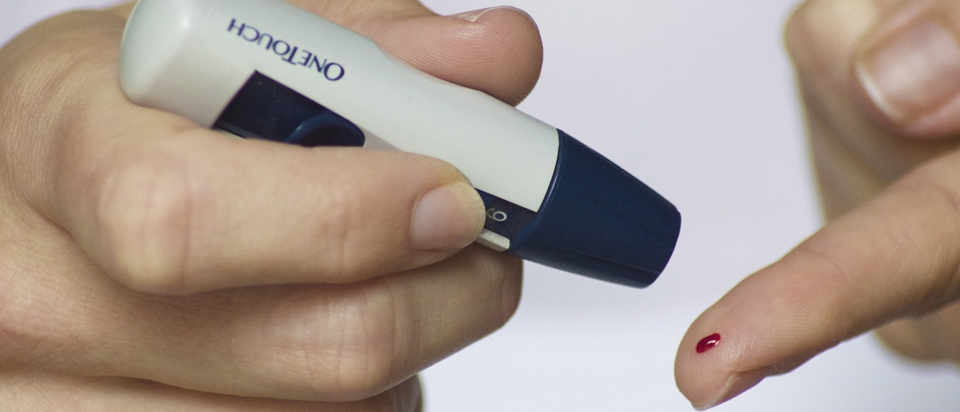 Fingerprick Blood Sugar Tests: How They Work and Why We Still Use