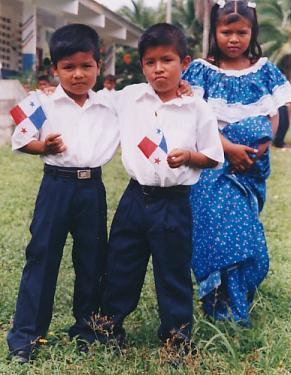 Children with Panama flags