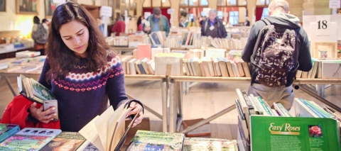 student reading a browsing books