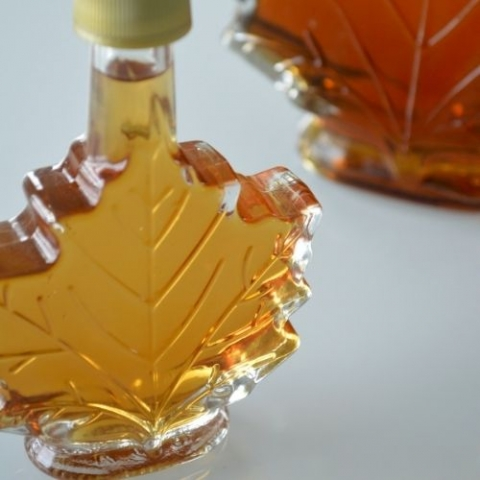 image of a maple leaf shaped bottle with maple syrup within