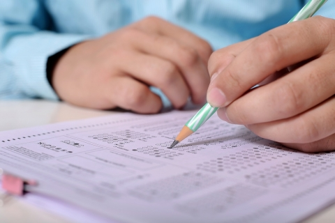 Person filling out scantron sheet